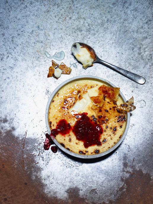 Ziegenkäse Creme brulee mit Johannisbeer-Chutney