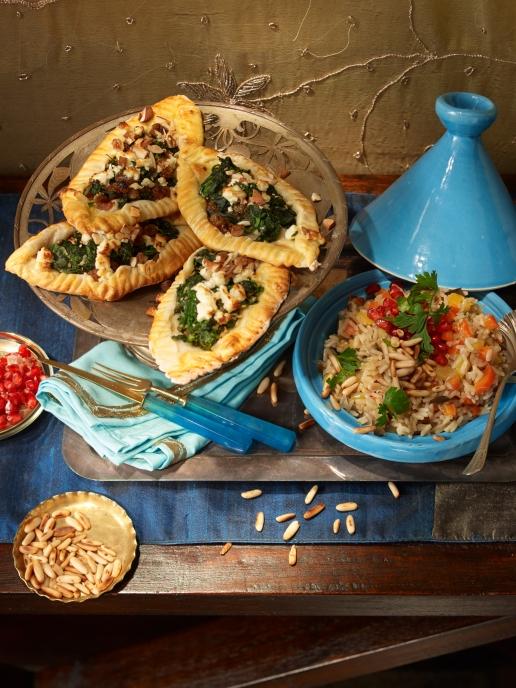 Pide mit Spinat und Mandeln und Auberginen Pilaw